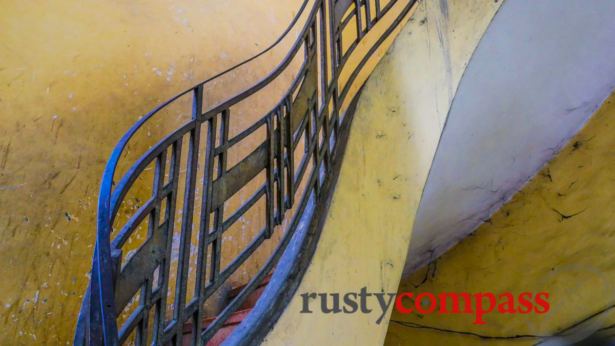 The curves of the Nguyen Van Hao building, Saigon