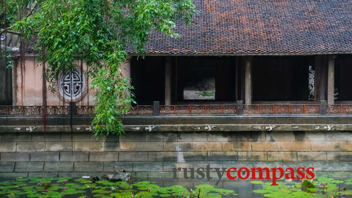 Traditional houses, Tam Coc, Ninh Binh