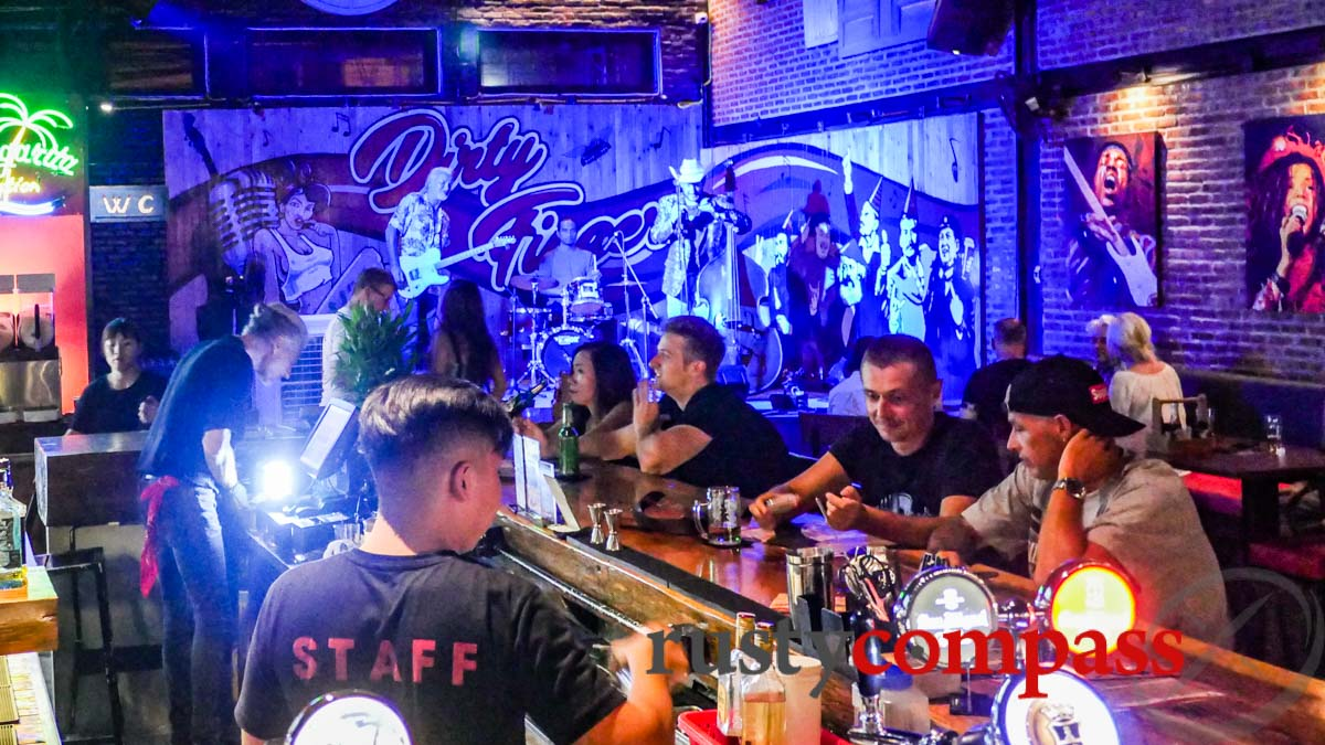 Dirty Fingers Bar, Danang