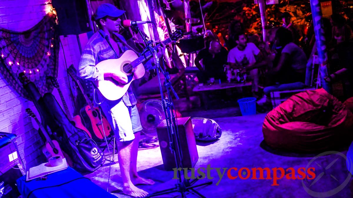 Barefooted acoustic tunes. Live music in My An expat area, Danang