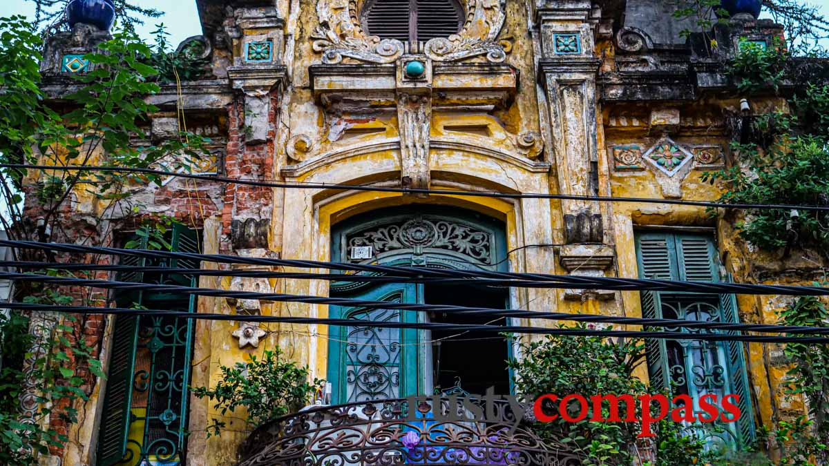 Crumbling colonial icons - Hanoi