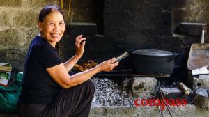 Phong Nha eating