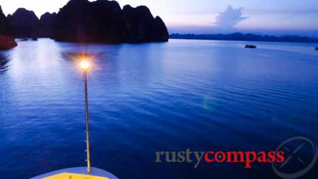Au Co, Halong Bay,
