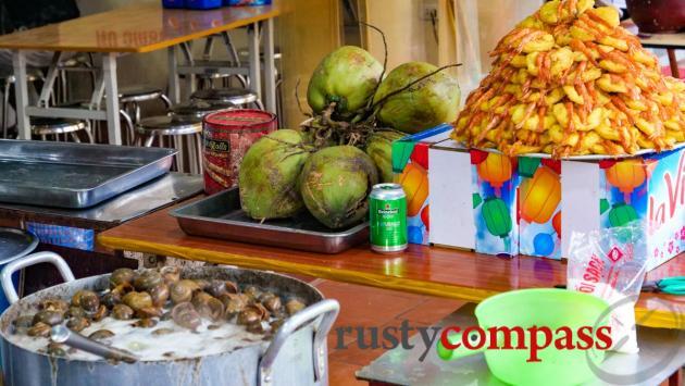 Deep fried shrimp cake (Banh tom Ho Tay) and snails - West Lake