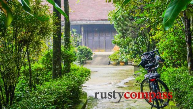 Cycling Hue's garden houses