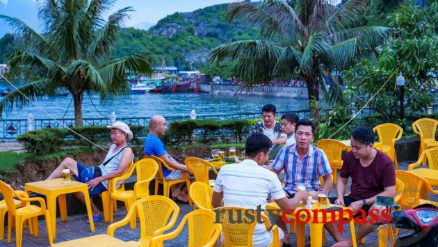 Evening drinks, Cat Ba