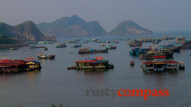 The harbour, Cat Ba town