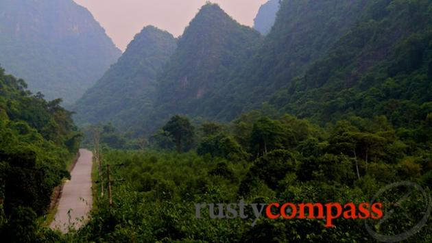 On the road, Cat Ba