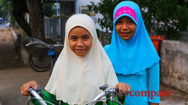 Cham girls, Chau Giang