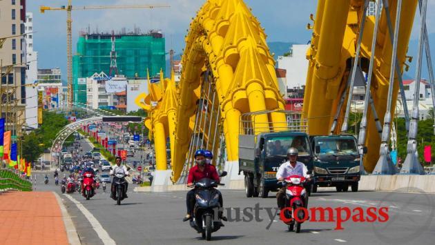 Crossing Dragon Bridge, Danang