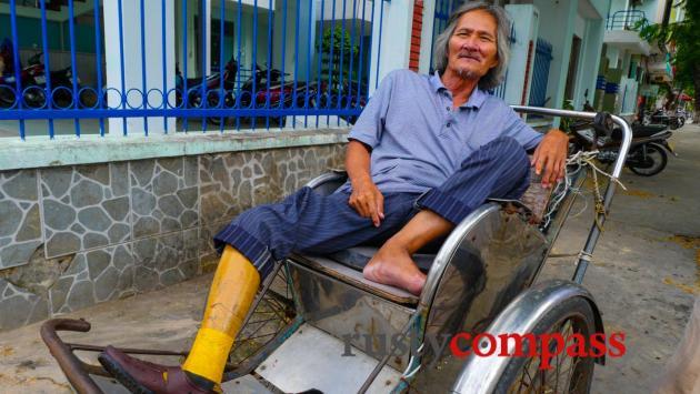 War wounded cyclo driver, Danang