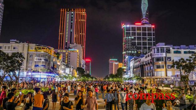 Crowds descend on a new walking space in downtown Saigon each night. Nguyen Hue St.