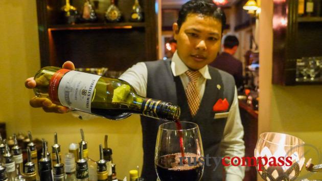 Elephant Bar, Raffles Grand Hotel d'Angkor, Siem Reap