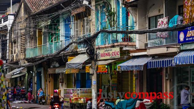 Tangled wires - Cholon