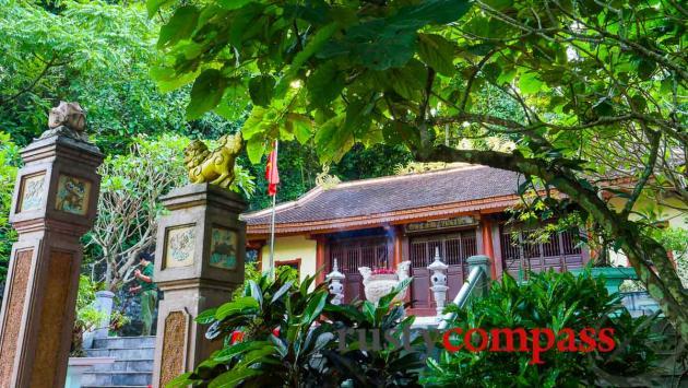 8 Lady Cave Memorial, Phong Nha