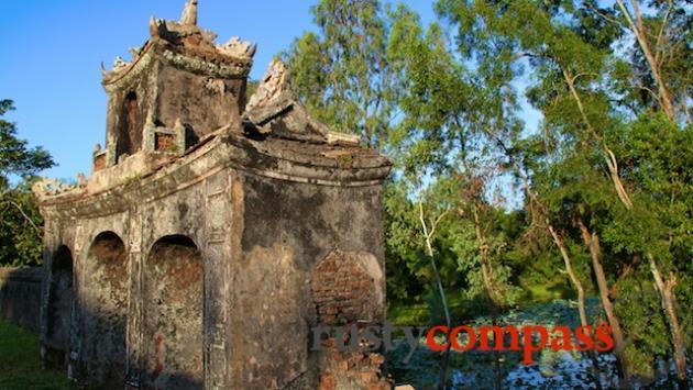 Long Chau Dien Temple near Ho Quyen