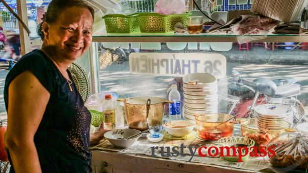 Ms Thanh - street food vendor Hoi An