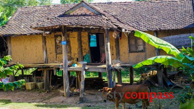 Mud house, Kon Tum