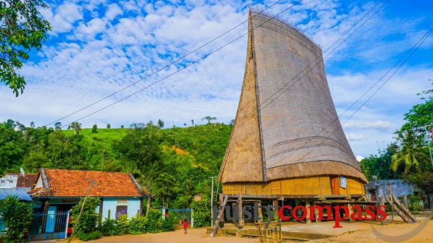 Nha Rong communal house, Kontum