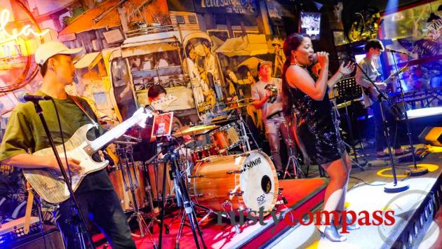 Live music - Lela Bar Saigon