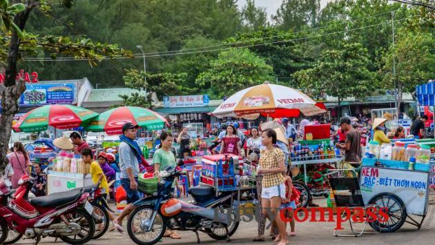Food stalls, Long Hai beach