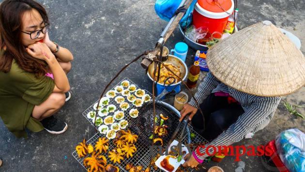 Eating - Long Hai beach