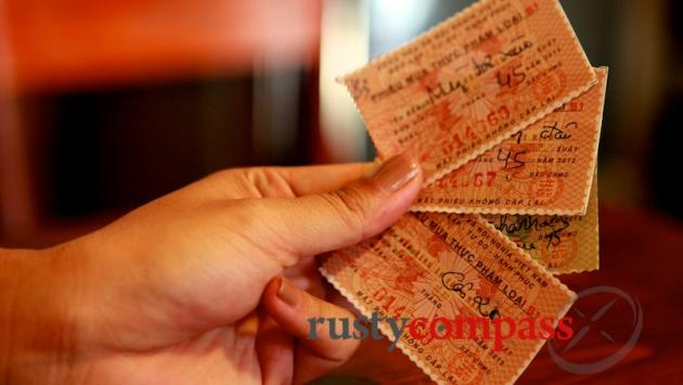 Diners pay with coupons. Mau Dich 37