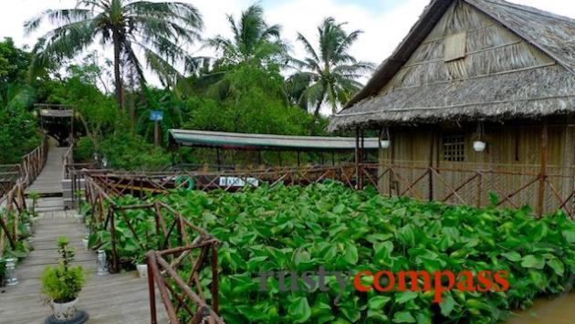 Mekong Floating House - Ben Tre