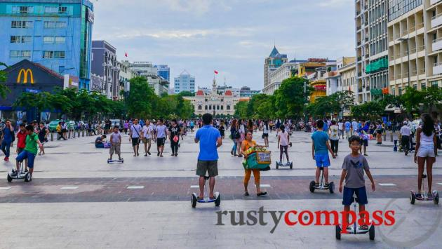 Hoverboard invastion, Nguyen Hue St