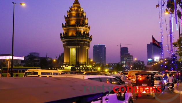 Independence Monument -Suddenly Phnom Penh has traffic jams.