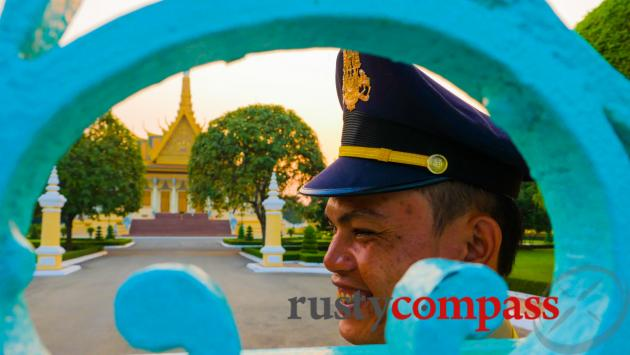 Friendly security - Royal Palace, Phnom Penh