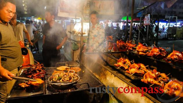 Eating on the street, Phnom Penh