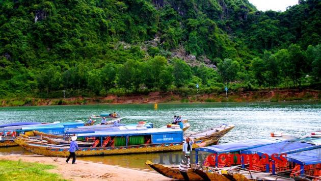 Boats Phong Nha