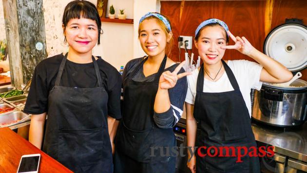 Poke Saigon - the friendly team
