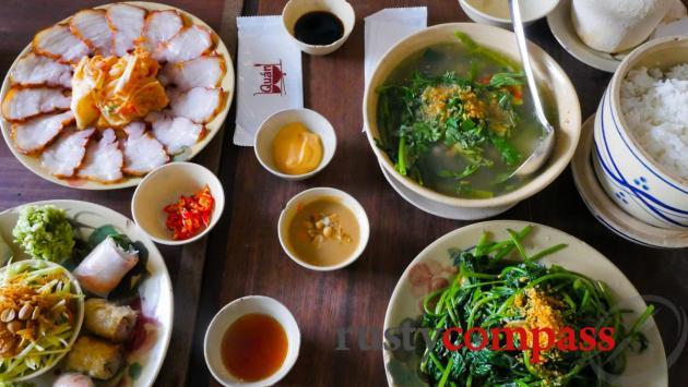 Vietnamese family cuisine, Quan Bui downtown