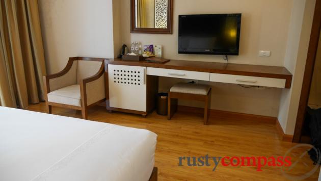 Rising Dragon Villa Hotel, Hanoi - Street facing room with balcony
