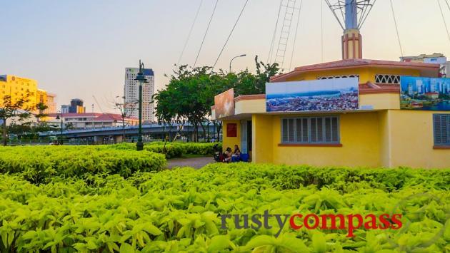 The Signal Mast - Saigon River