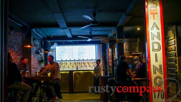 Standing Bar, Hanoi