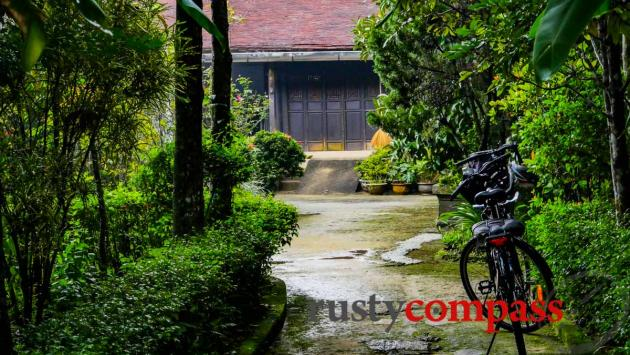 In Hue, ride a bike