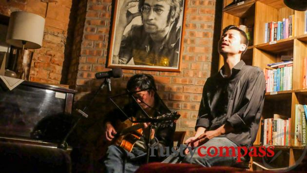 Unplugged tunes -Tranquil Cafe, Hanoi