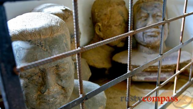 Pol Pot statues made in Tuol Sleng