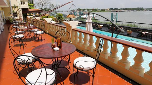 Poolside, Victoria Chau Doc