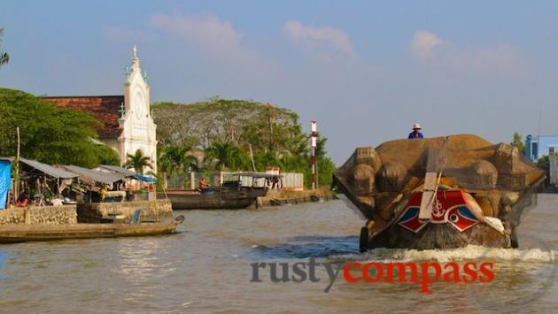 Hoa Ninh town on An Binh island, Vinh Long
