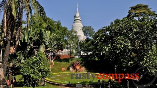 Wat Phnom's huge clock