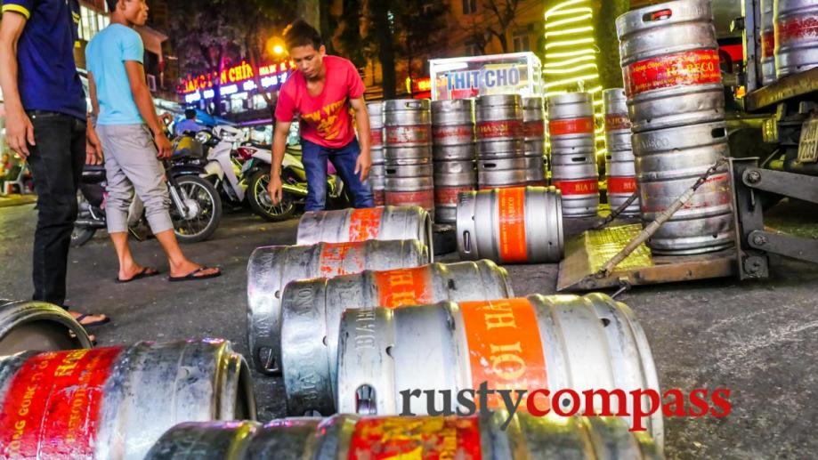 Hanoi's famous bia hoi arrives by the keg for a...