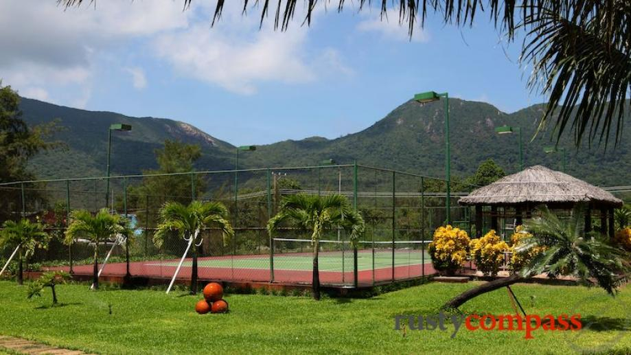 Con Dao Resort. Tennis Courts.