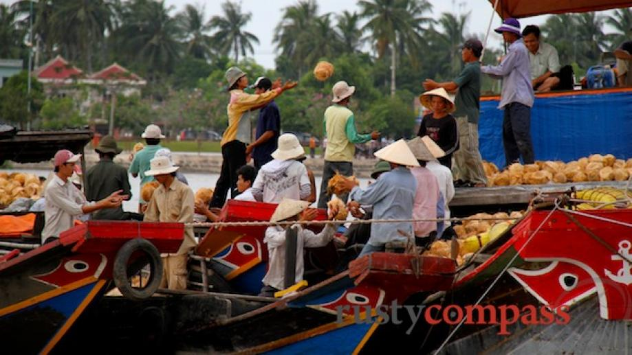 A boat trip from Ben Tre to Thanh Long Island...