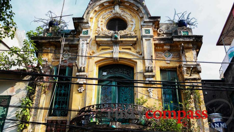 Intricate decorative work - Old Quarter, Hanoi