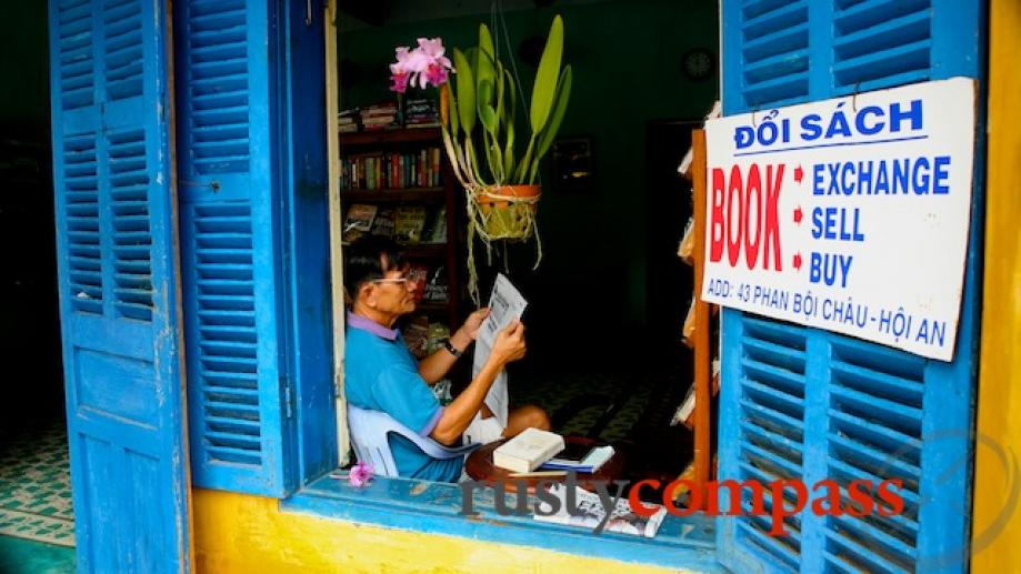 The book exchange in Phan Boi Chau St.