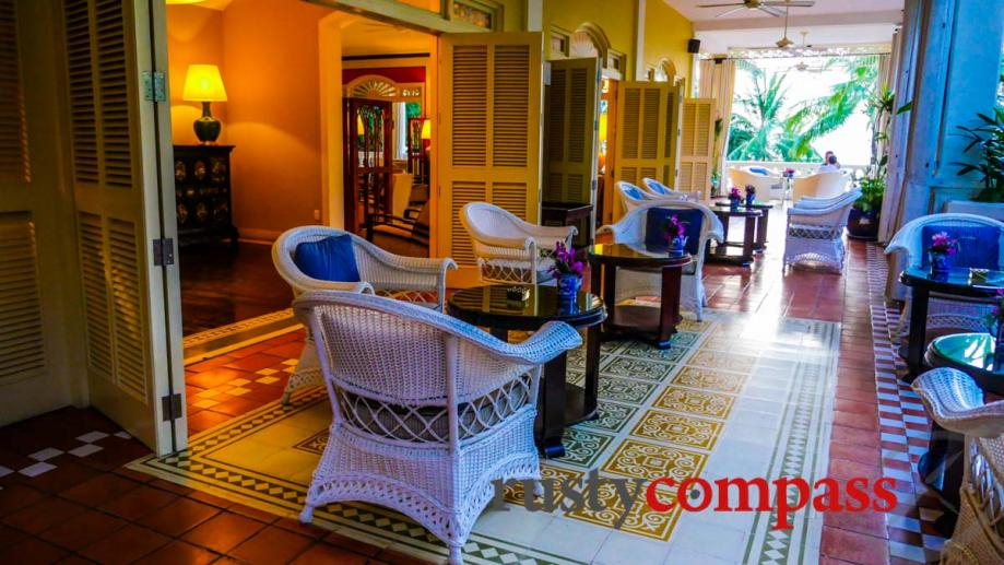 La Veranda Resort, Phu Quoc - bar and restaurant